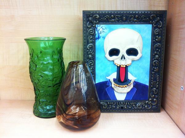 goodwill-halloween-smoky-vase-skull