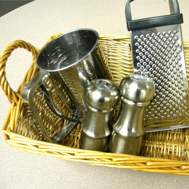 goodwill-gift-giving-kitchen-tools-basket