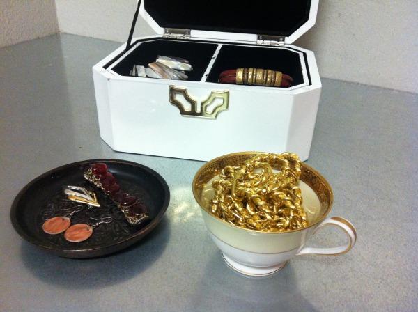 goodwill-valentines-day-jewelry-trays