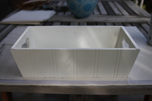 Painting a Tray with a mid-century modern decorative motif - Before