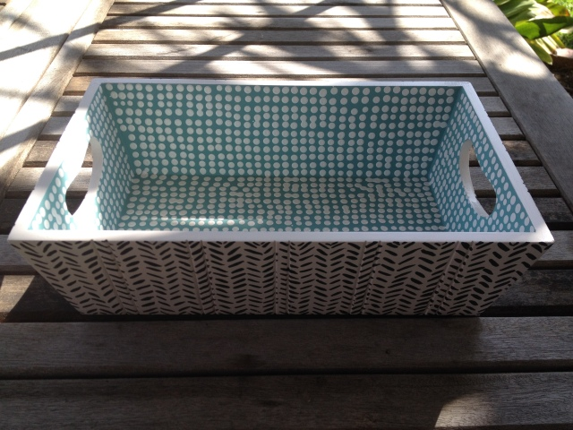 Painting a Tray with a mid-century modern decorative motif - Finished piece