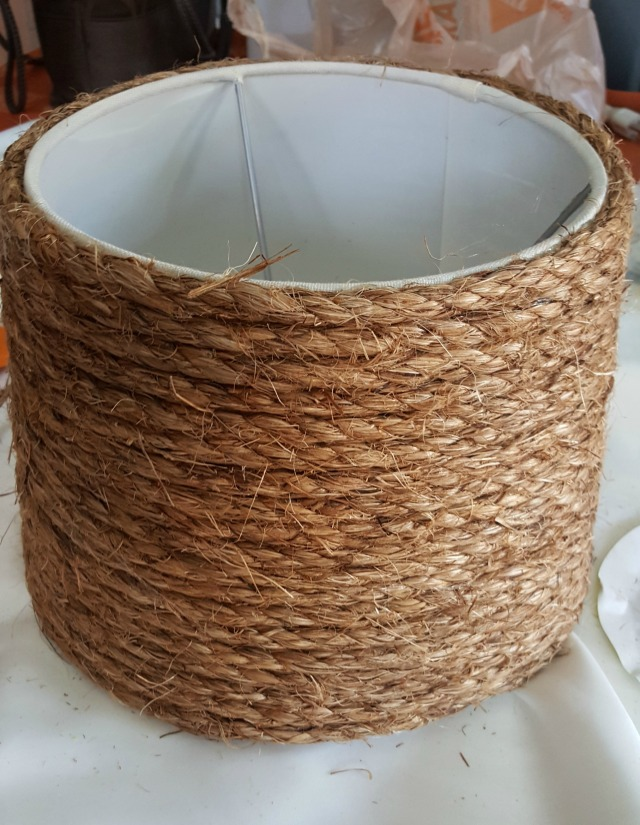 DIY Nautical Lampshade using rope trim