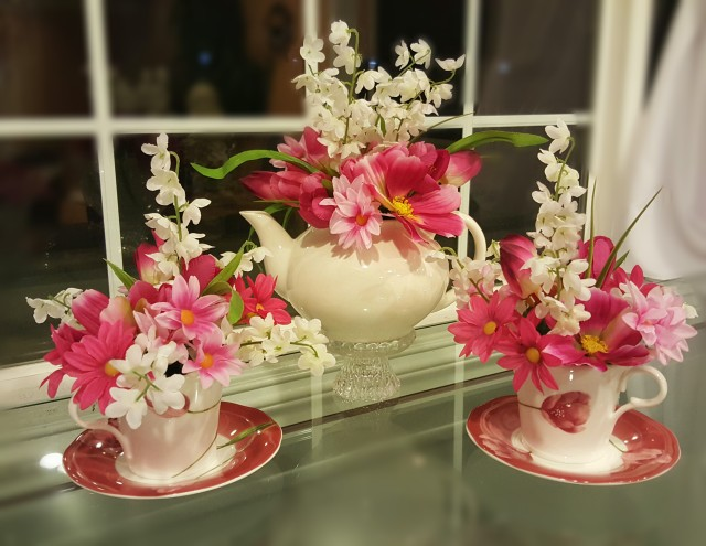 make a teacup flower arrangement