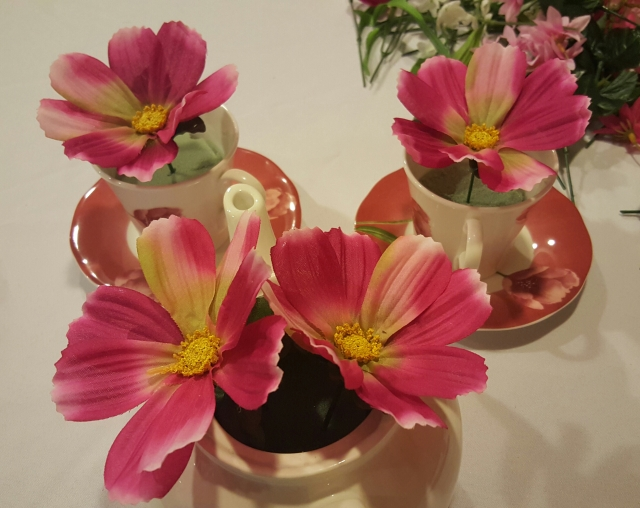 how to make a tea pot centerpiece